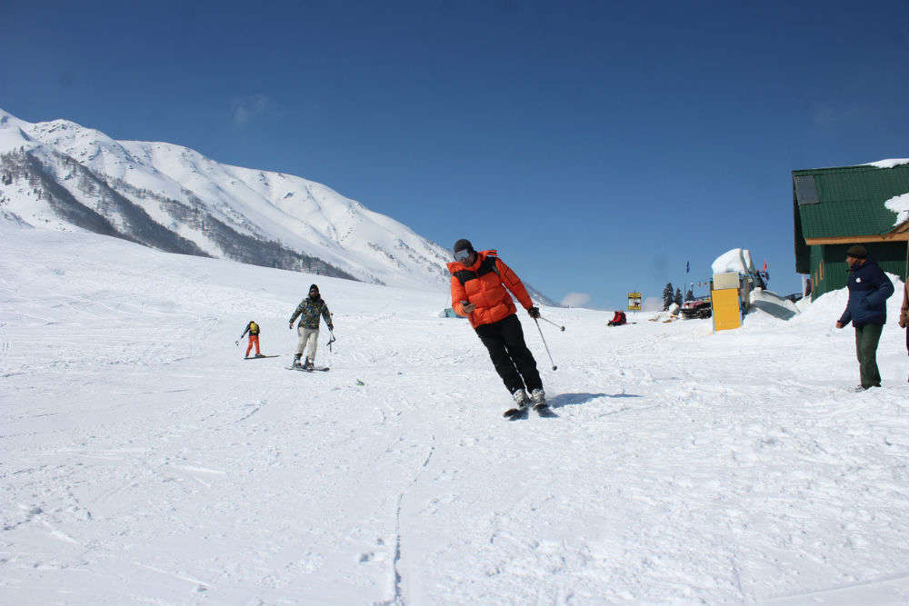 Gulmarg in Kashmir to promote adventure tourism by introducing skiing courses