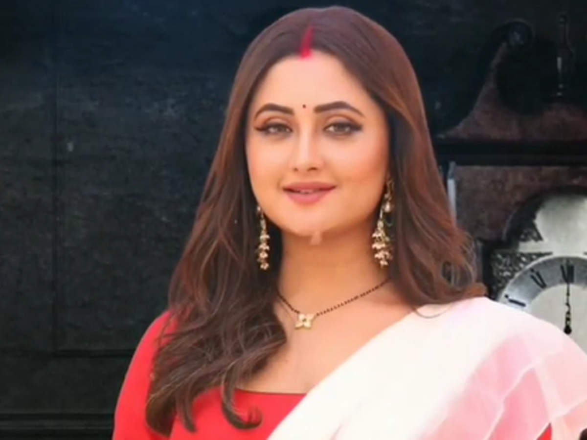 Bigg Boss 13 fame Rashami Desai's character details revealed; here's what role she will play Naagin 4 thumbnail