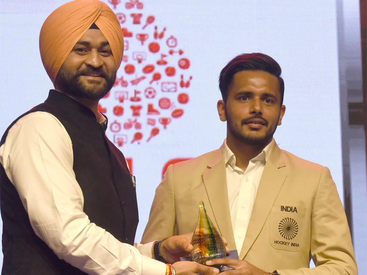 toisa-2019-i-credit-team-effort-for-my-award-says-harmanpreet-singh