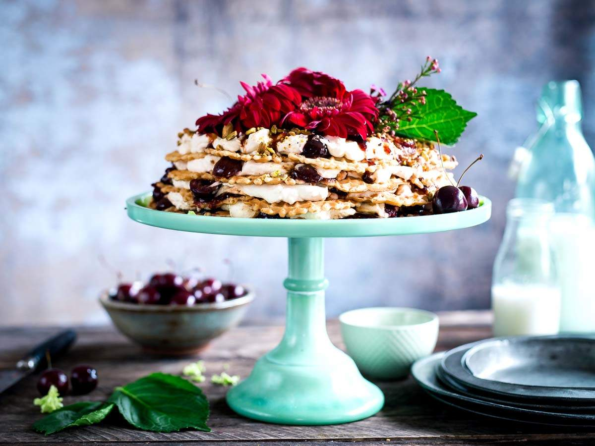 The fanciest cake stands for home baked cakes and other goodies ...