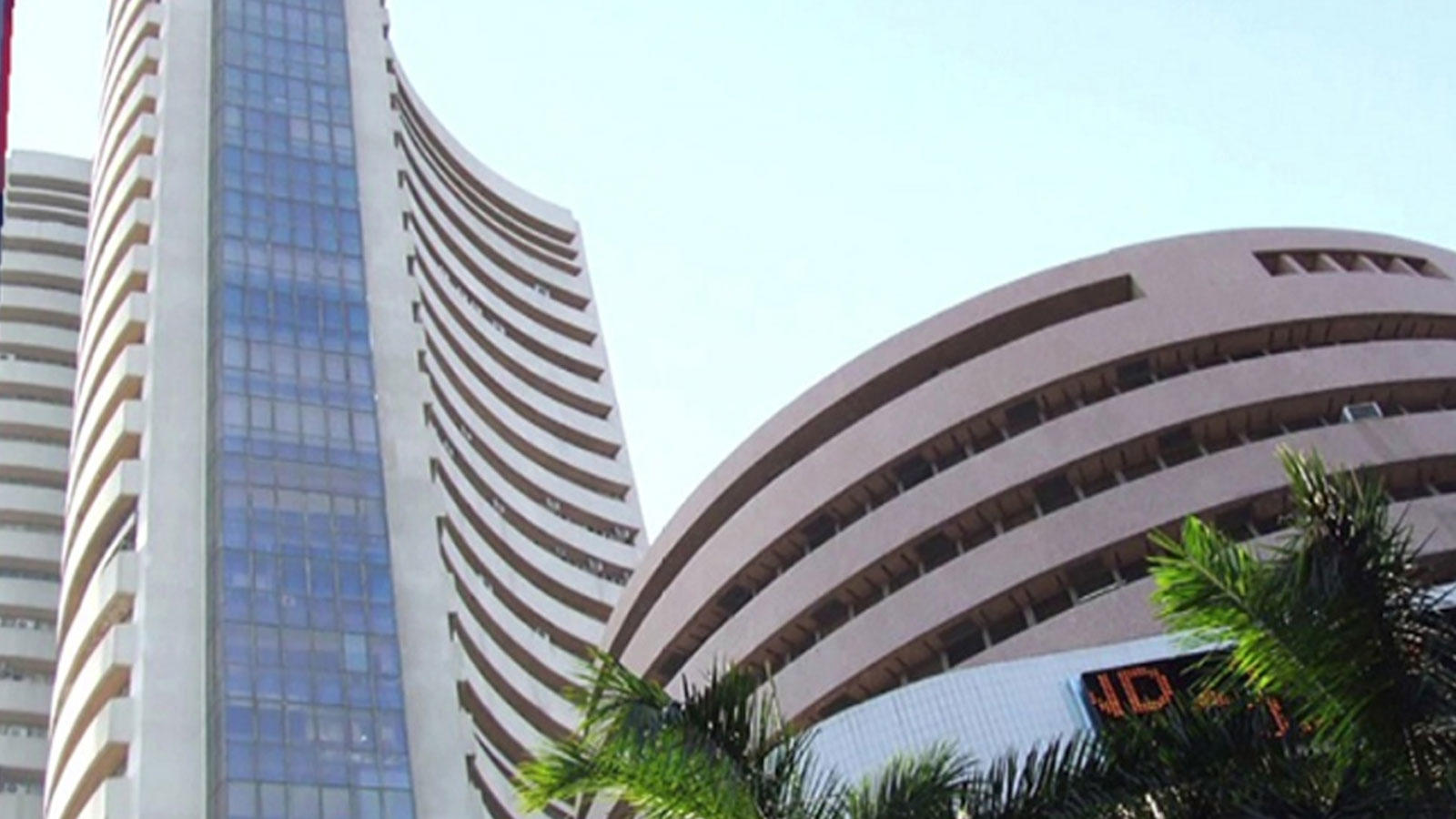 covid-19-sensex-plunges-3935-points-in-biggest-intraday-fall-as-india-goes-into-lockdown