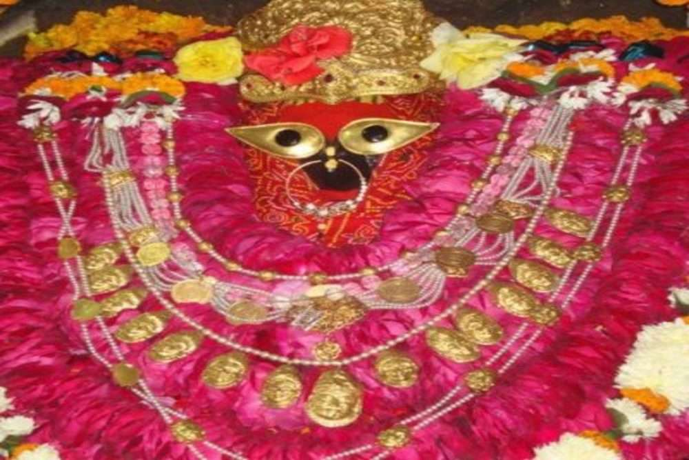 Vindhyachal Temple decorated with lights for Navratri, but devotees are missing