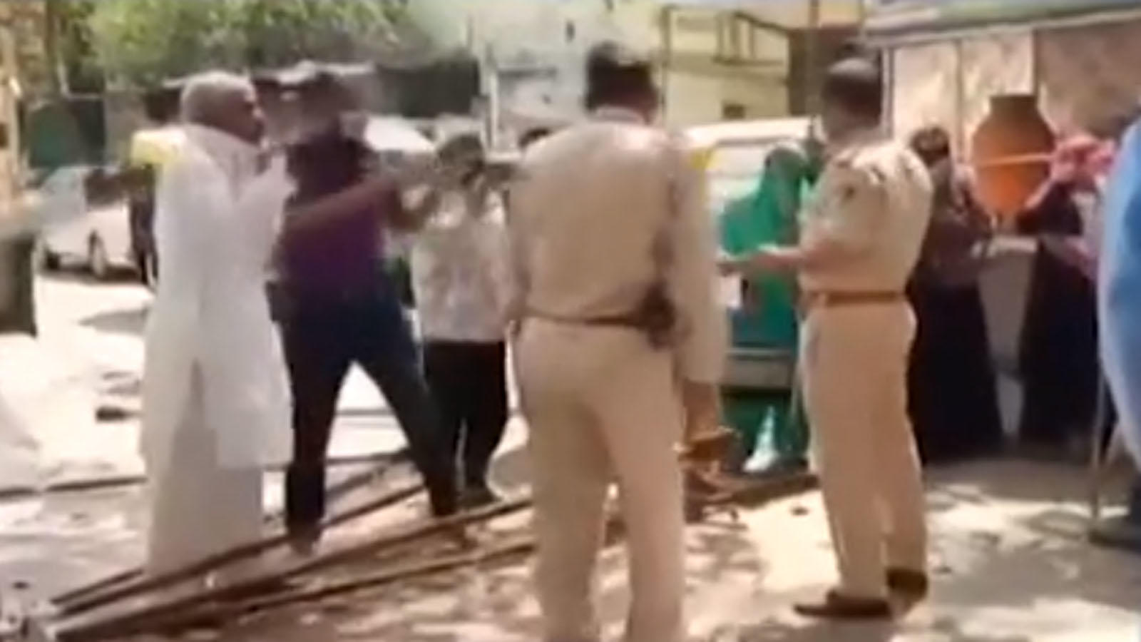 covid-19-doctors-gone-to-collect-samples-attacked-in-indore