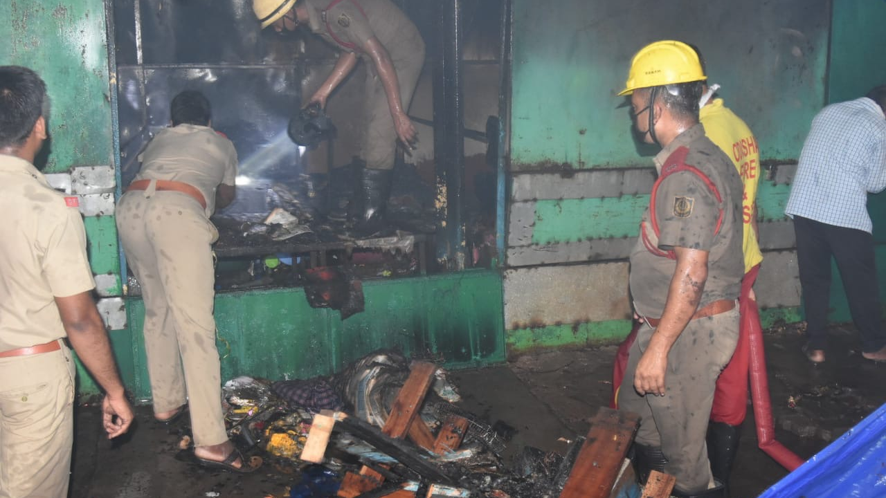 10-to-15-shops-catch-fire-in-bhubaneswars-unit-1-area