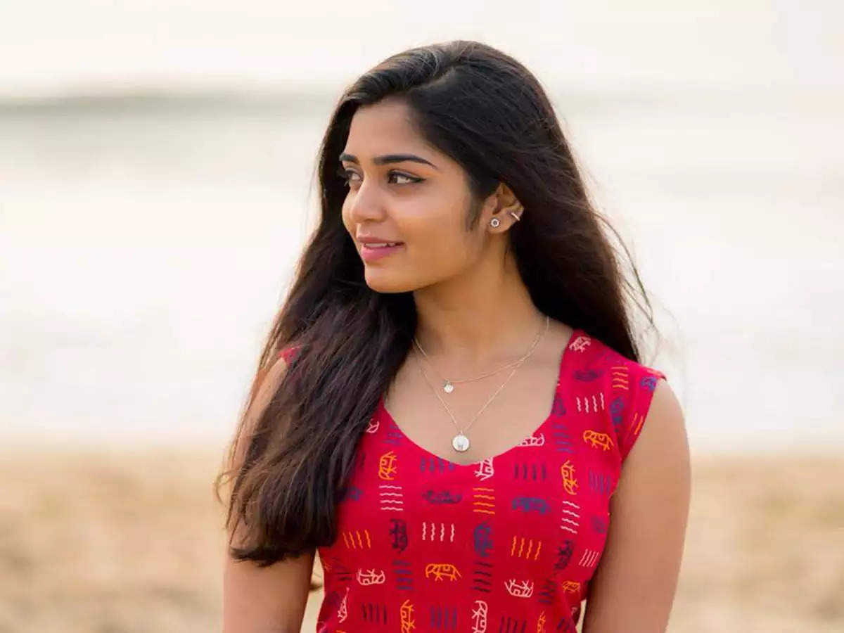 Lifeinthelockdown: '96' fame Gouri G Kishan is all set to finish her  'airport books' during the lockdown   Malayalam Movie News - Times of India