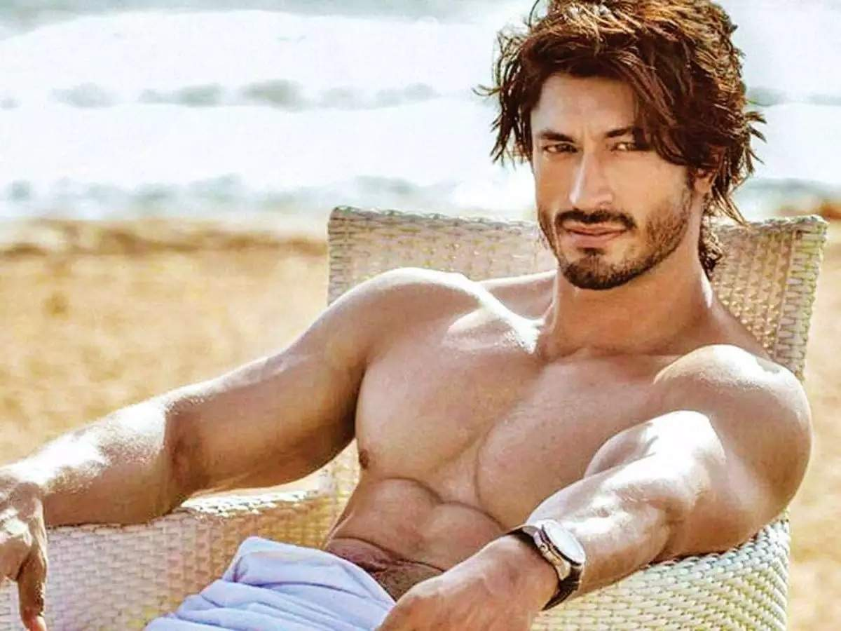Vidyut Jammwal gives us major fitness goals with his latest post ...