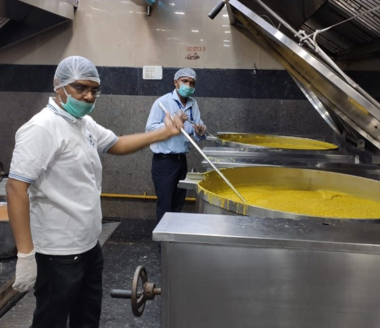 IRCTC kitchens dishing out meals for thousands of people during lockdown