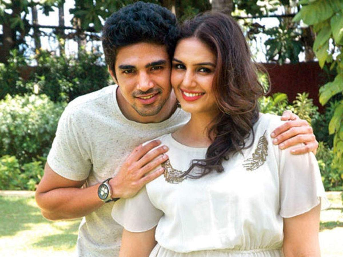 Photo: Huma Qureshi and Saqib Saleem team up with their father as they  prank their mother on a video call | Hindi Movie News - Times of India