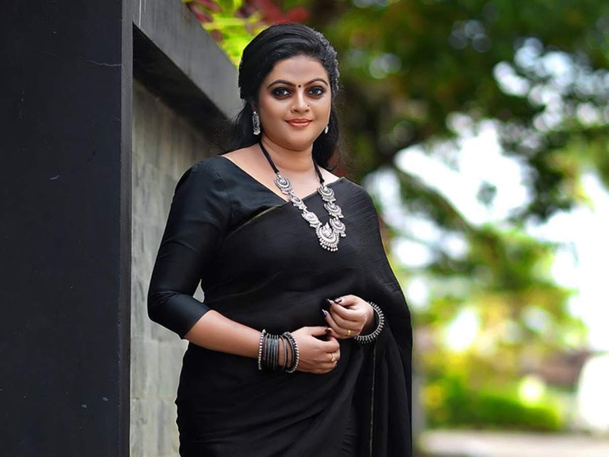 Vishu Special: Aswathy Sreekanth: Let's celebrate this Vishu staying at home, introspect and purify ourselves for a better tomorrow - Times of India
