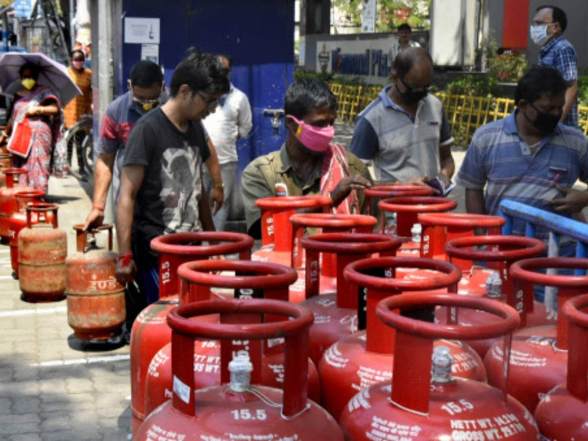 LPG Gas Price Cut: Non-subsidised cooking gas price cut by a record Rs  162.50 per cylinder | India Business News - Times of India
