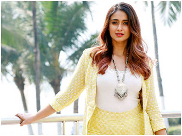 Ileana D'Cruz: Ileana D'Cruz reveals her love for poetry | Hindi Movie News  - Times of India
