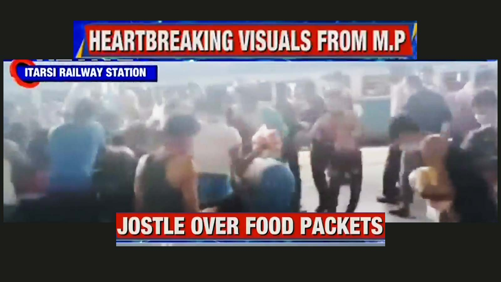 heartbreaking-migrant-workers-travelling-on-shramik-special-loot-food-packets-at-itarsi-station-in-mp