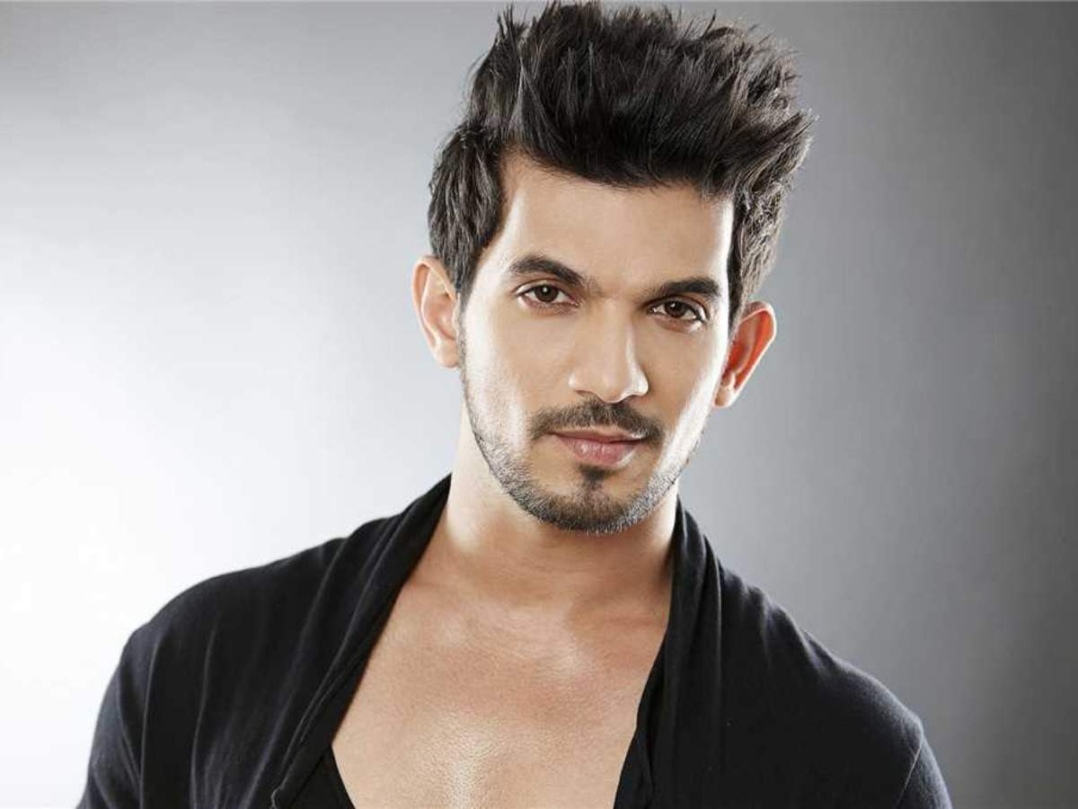 Arjun Bijlani: Arjun Bijlani 'more worried now' after person contracts  COVID-19 in his building  - Times of India