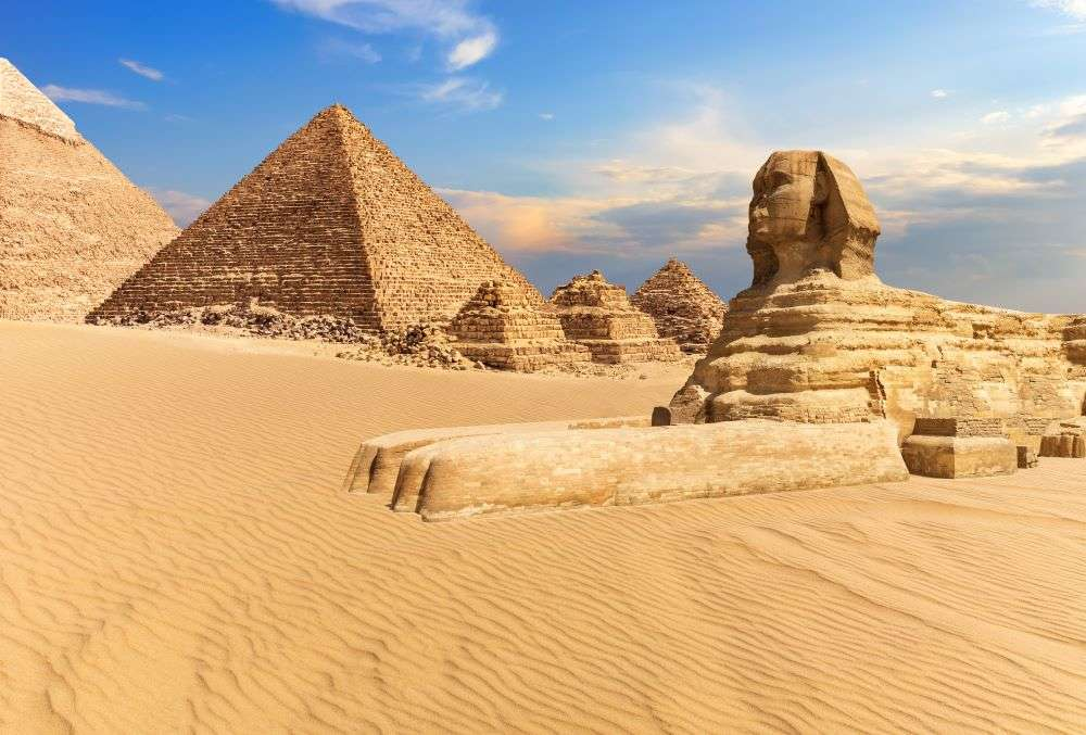 Egypt suspends tourist visa fees till Oct 31 to boost tourism