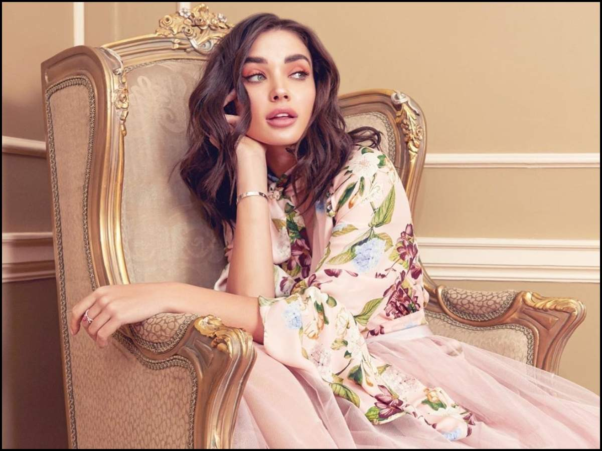 Amy Jackson channels her inner diva as she dons a beautiful outfit; wins  over the internet with her witty caption   Hindi Movie News - Times of India