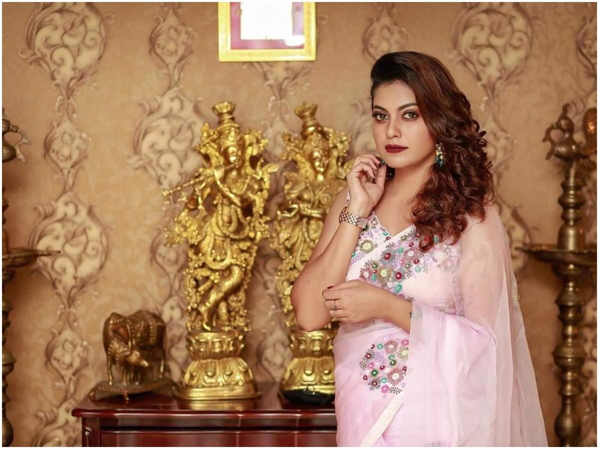 Anusree: Anusree looks drop-dead gorgeous in a pastel pink saree ...