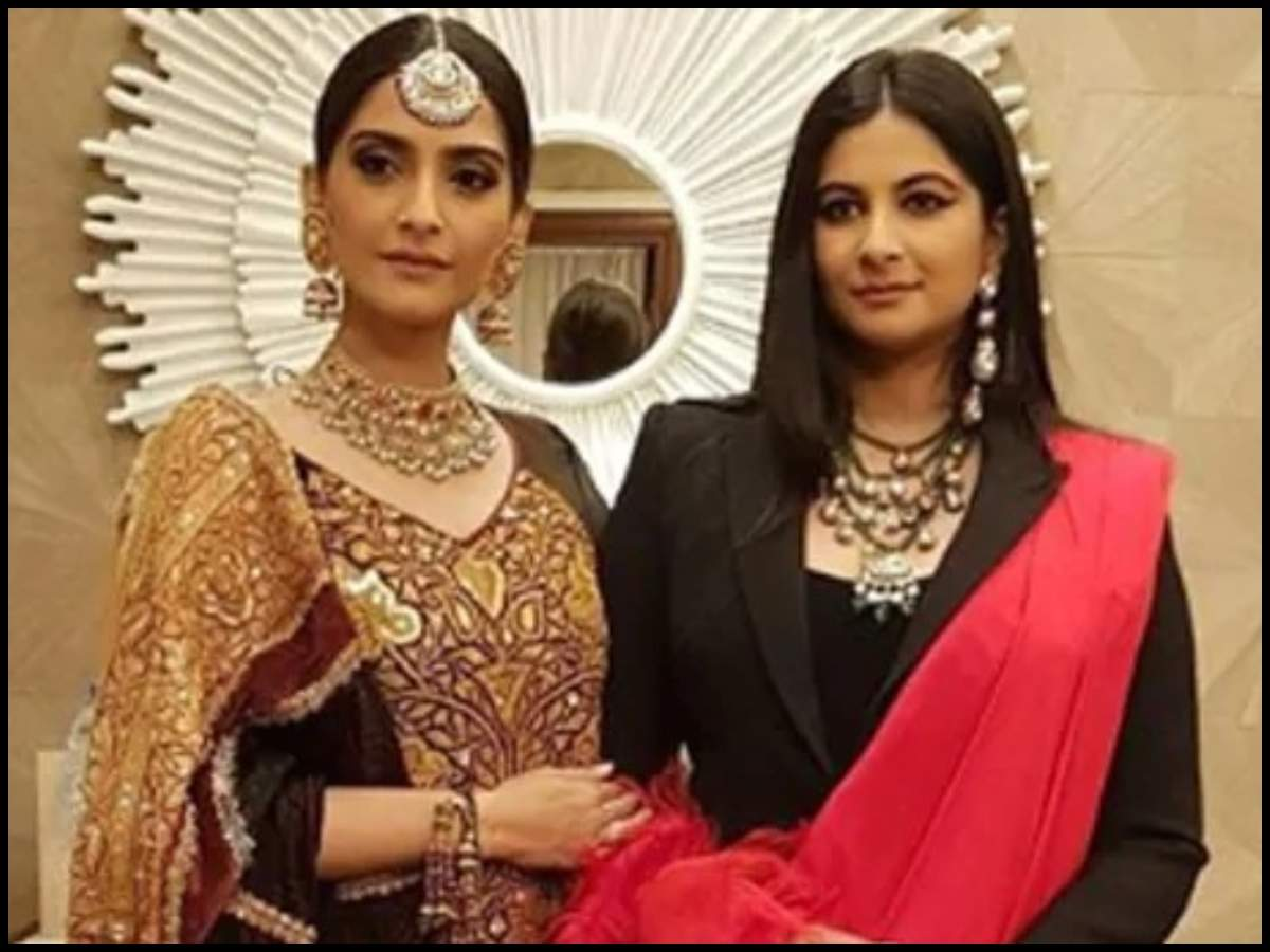 Sonam Kapoor lashes out at Instagram for not pulling down the death threats  her sister Rhea Kapoor received | Hindi Movie News - Times of India