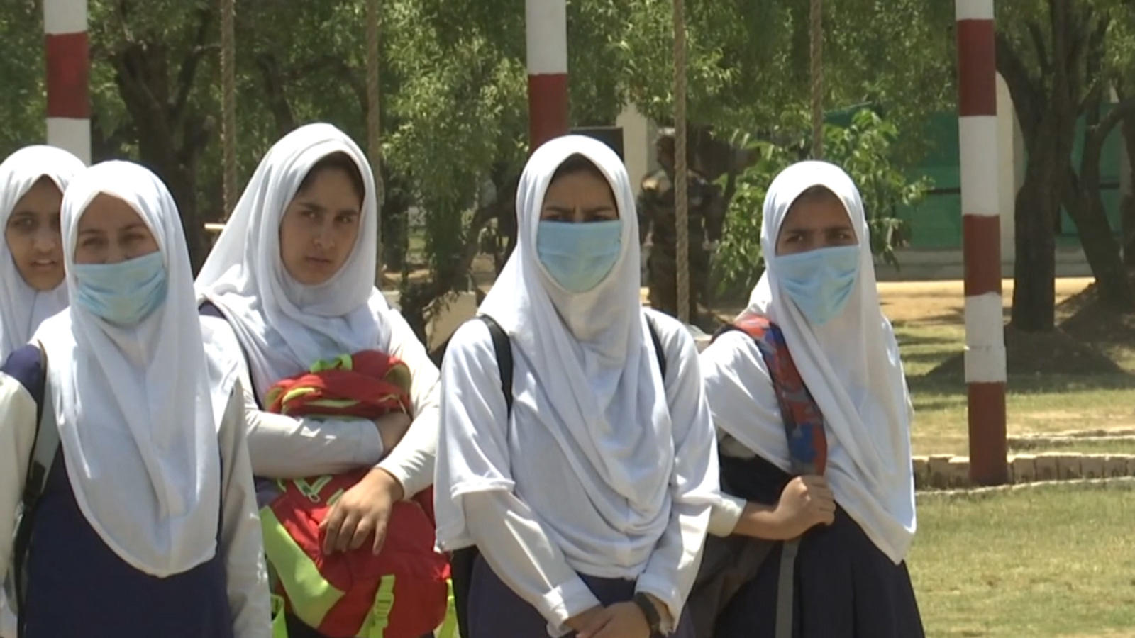 jk-know-your-army-tour-lifts-up-spirit-of-school-students-in-srinagar-amid-covid-19