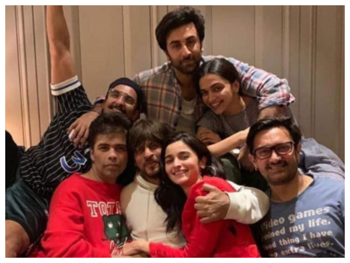 Throwback: When Shah Rukh Khan, Alia Bhatt, Ranbir Kapoor, Aamir Khan and  others came together for an epic picture | Hindi Movie News - Times of India