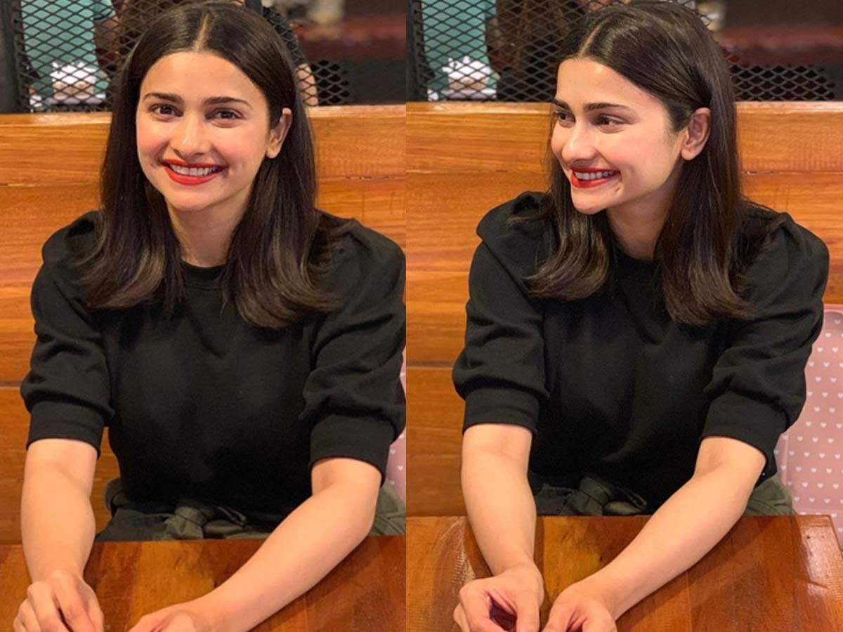 Prachi Desai gives a piece of relationship advice on Instagram but her  adorable photos steal the limelight! | Hindi Movie News - Times of India