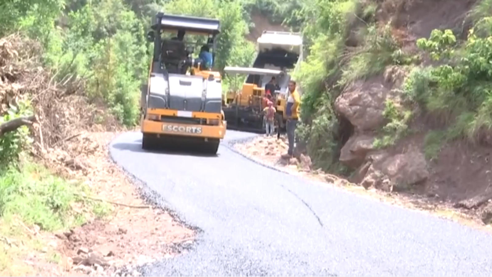 jk-10-km-road-stretch-to-benefit-residents-of-border-villages