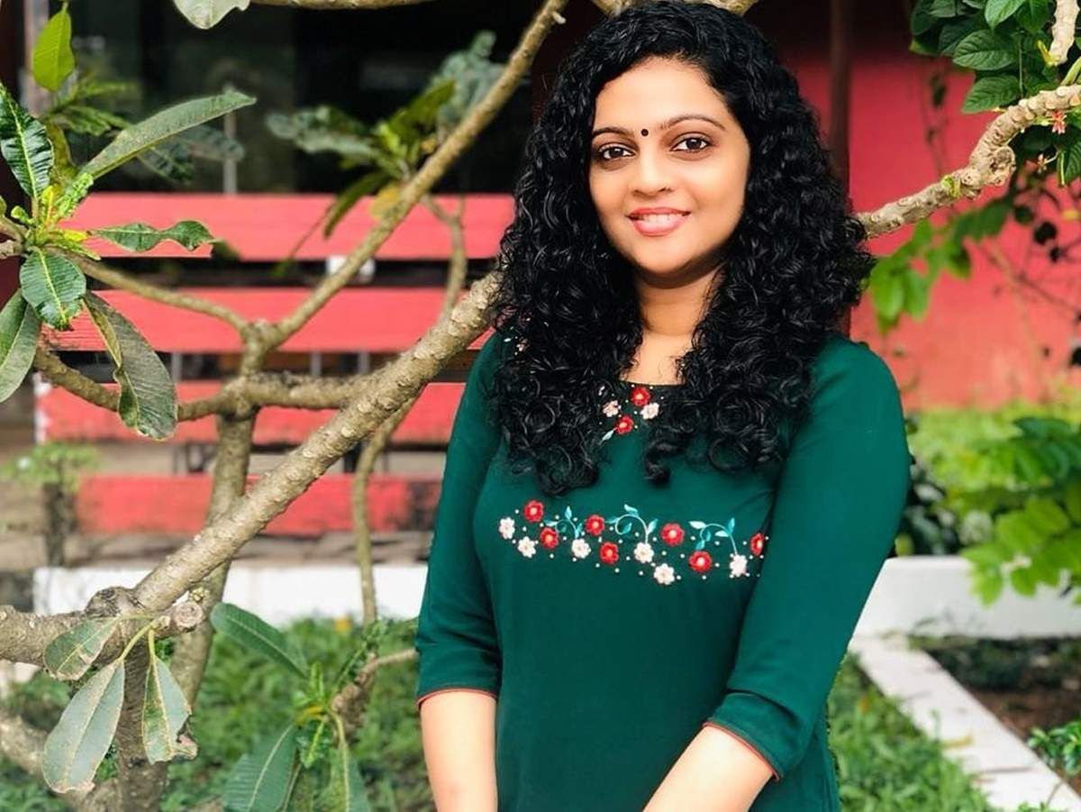 aswathy sreekanth: Watch: Aswathy Sreekanth reminisces her first day of  hosting a TV show - Times of India