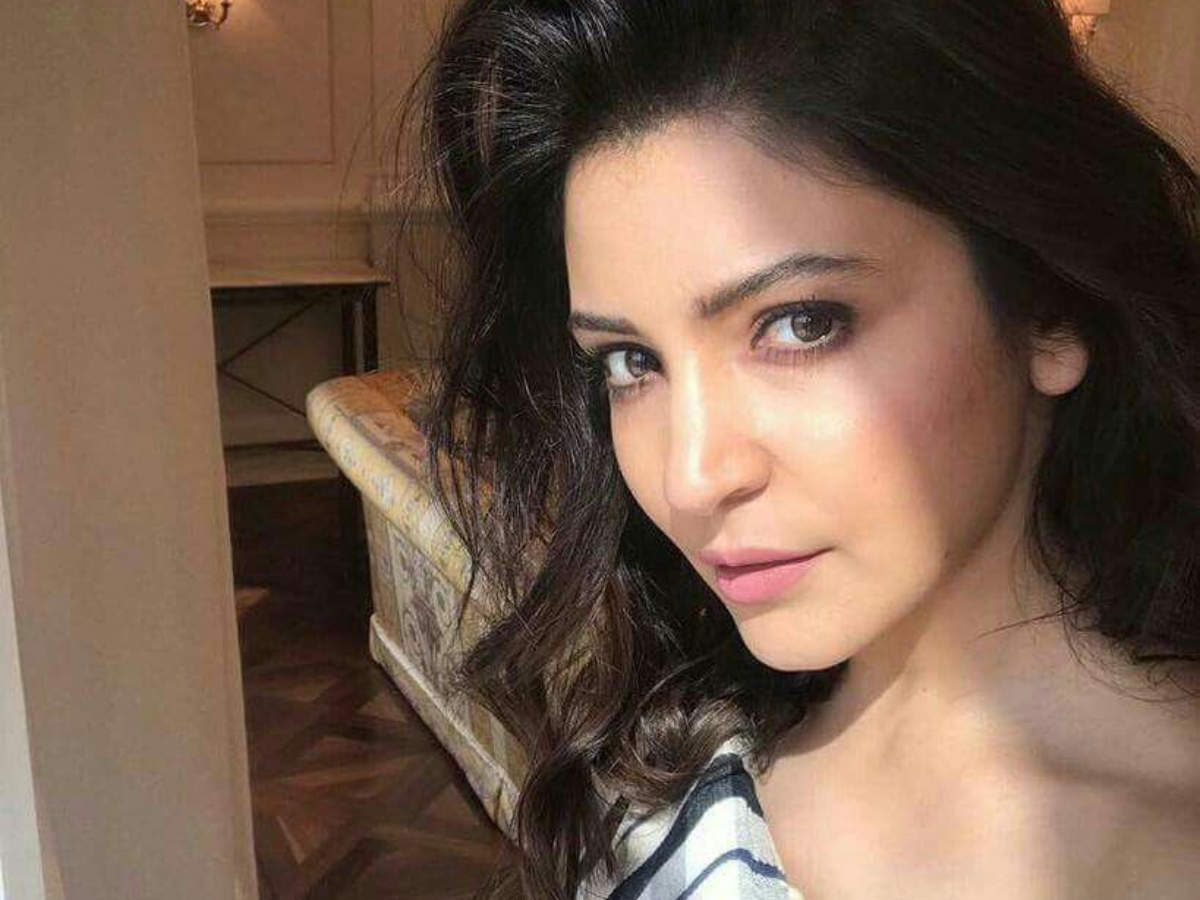 Anushka Sharma shares her simple hack for glowing make-up! - Times