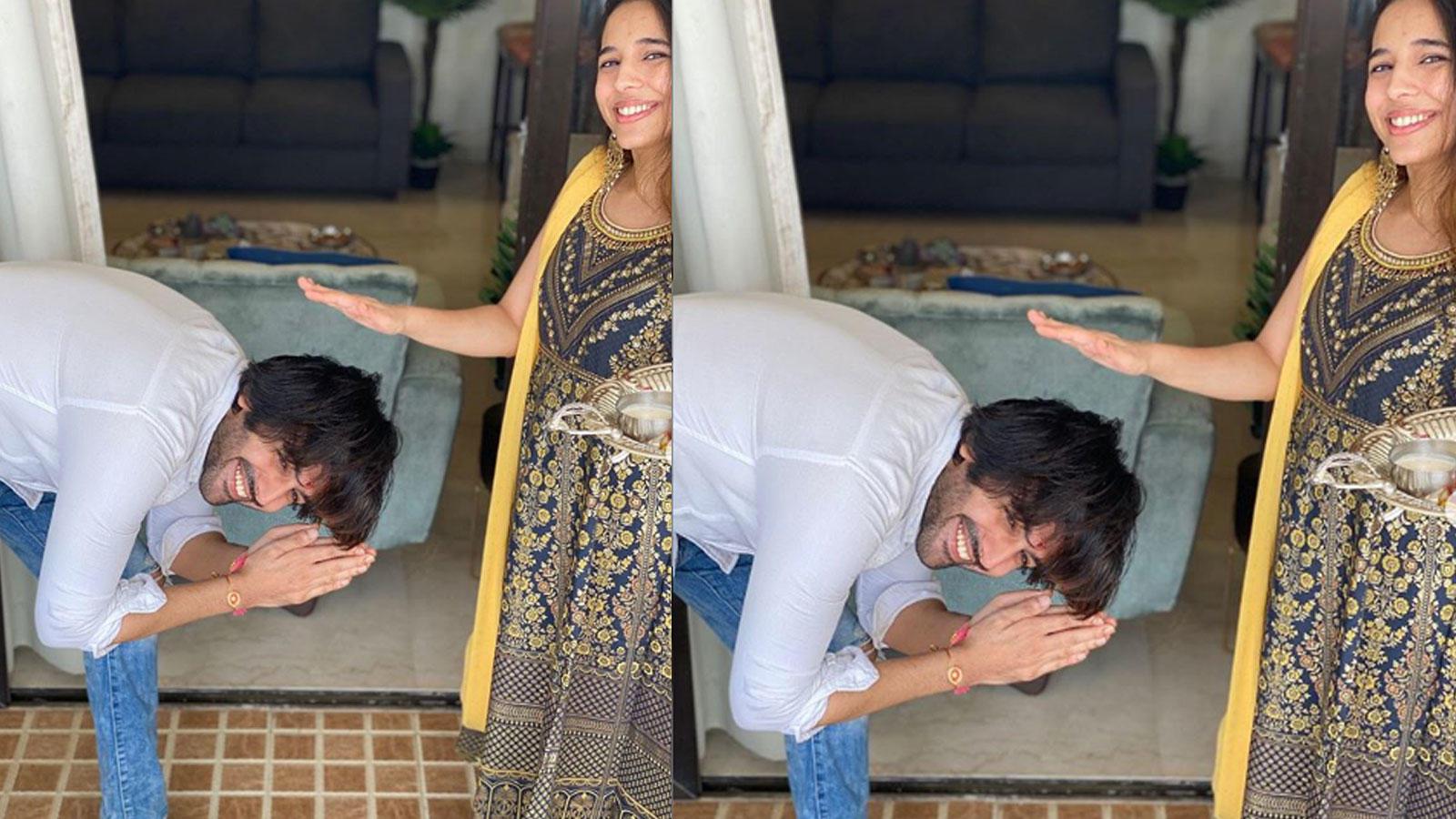 kartik-aaryan-touches-younger-sisters-feet-on-raksha-bandhan-wins-internet
