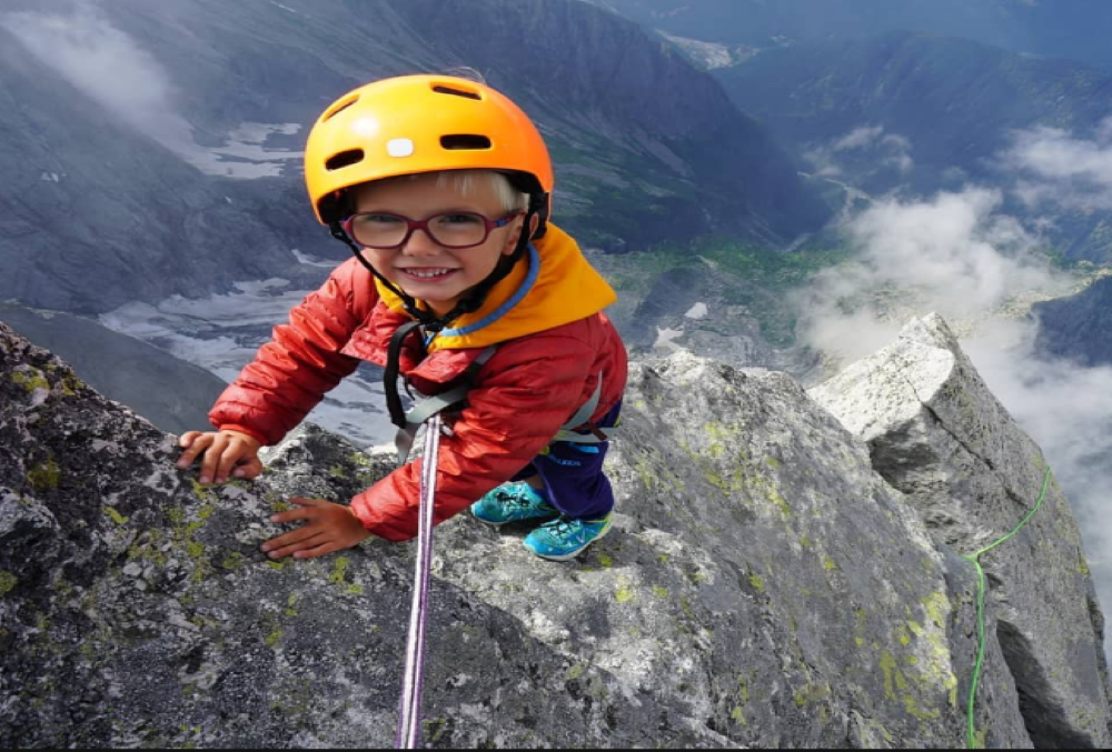 Unbelievable! This 3-year-old becomes the youngest person to scale 10000 ft high Swiss mountain