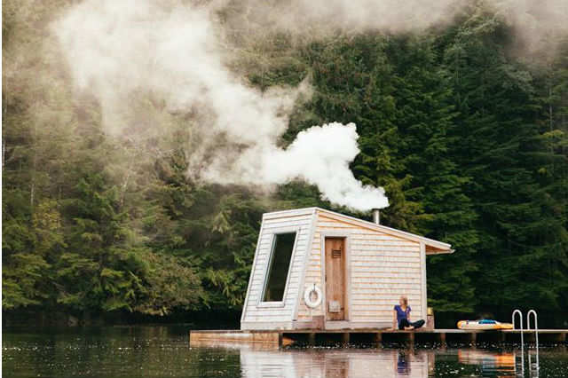 A floating sauna in the midst of nature