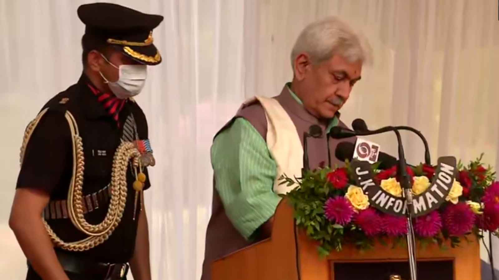 manoj-sinha-takes-oath-as-new-jk-lg