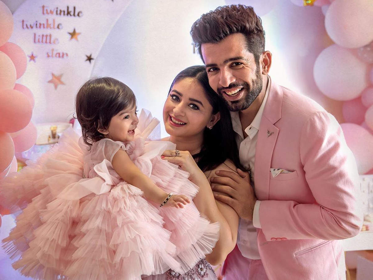 Jay Bhanushali and Mahhi Vij share a glimpse from their daughter Tara's  first birthday celebrations and it's beautiful - Times of India