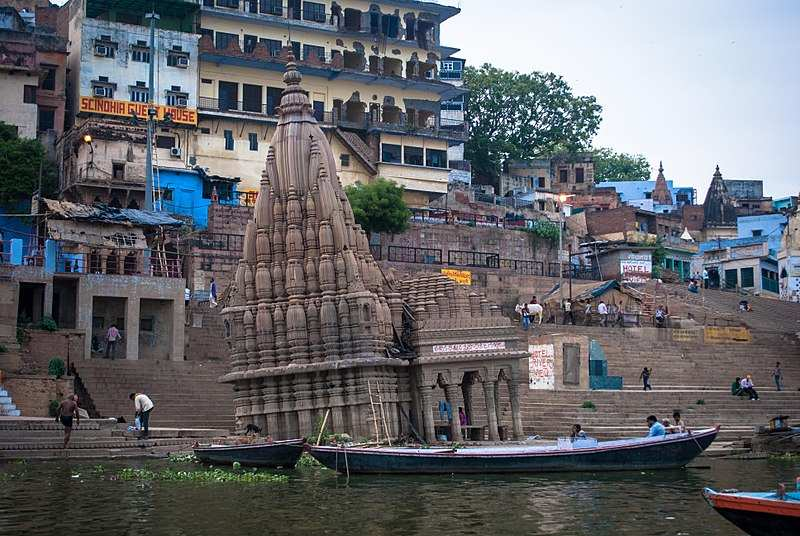 Leaning Temple of Varanasi beats the Leaning Tower of Pisa, this is how