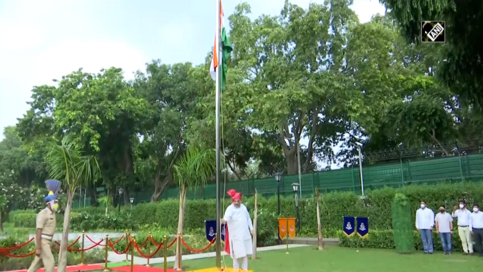 74th-independence-day-hm-amit-shah-hoists-tricolour