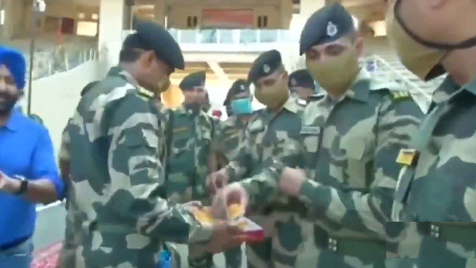independence-day-2020-bsf-jawans-celebrate-independence-day-along-border