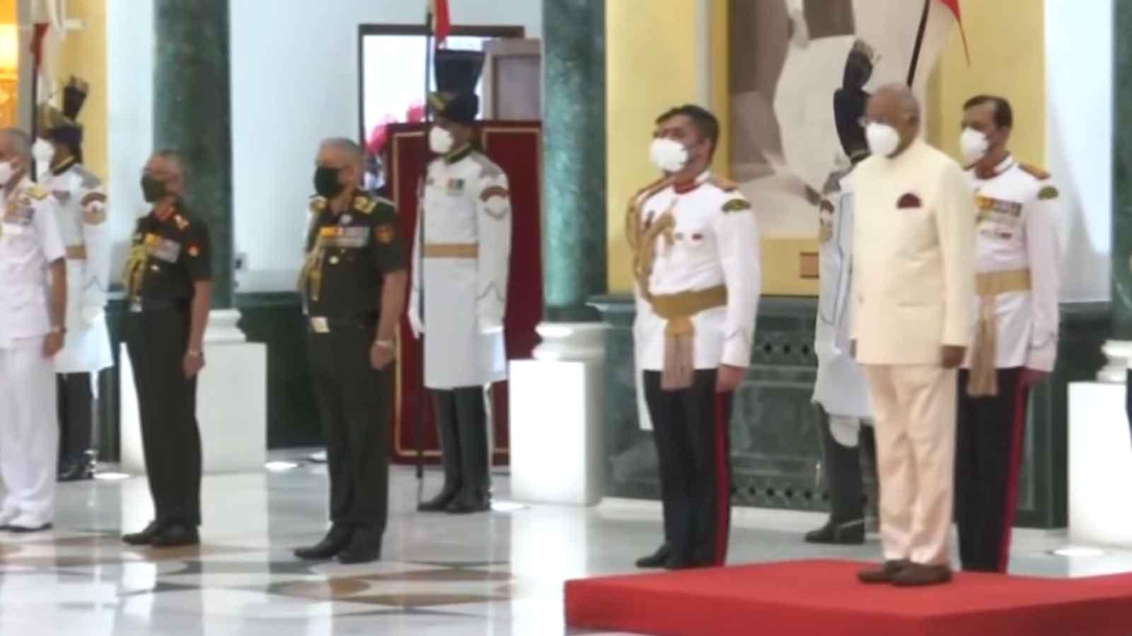 president-ram-nath-kovind-hosts-at-home-reception-on-i-day-pm-modi-army-chief-present