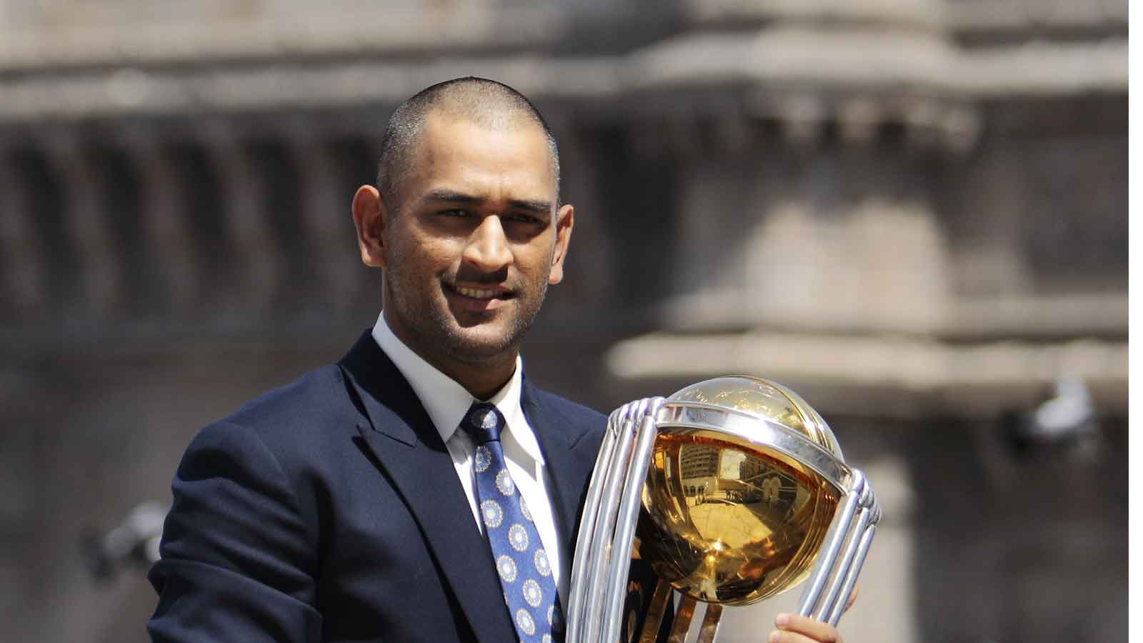 fans-wishes-pour-in-as-ms-dhoni-quits-international-cricket