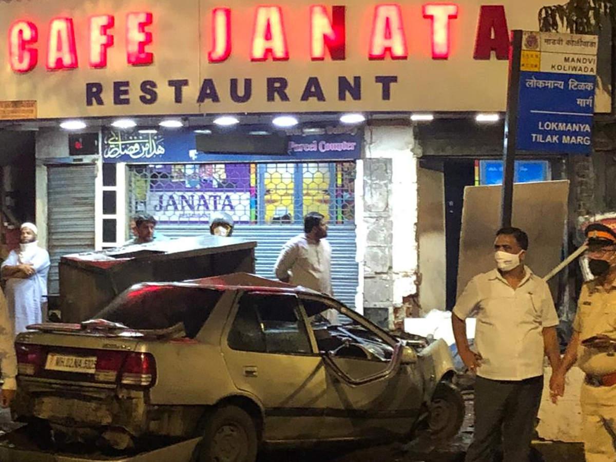 Mumbai: Speeding car rams into people sitting on road near Crawford Market,  around six injured   Mumbai News - Times of India