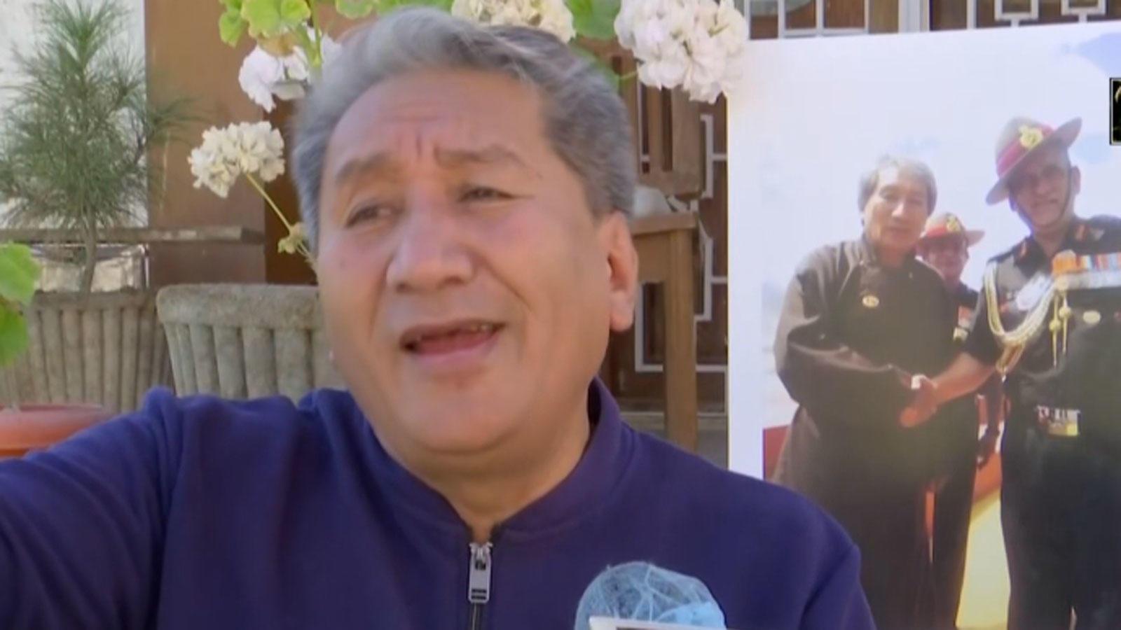 watch-ladakhi-poet-sings-his-composition-regimental-song-of-ladakh-scouts