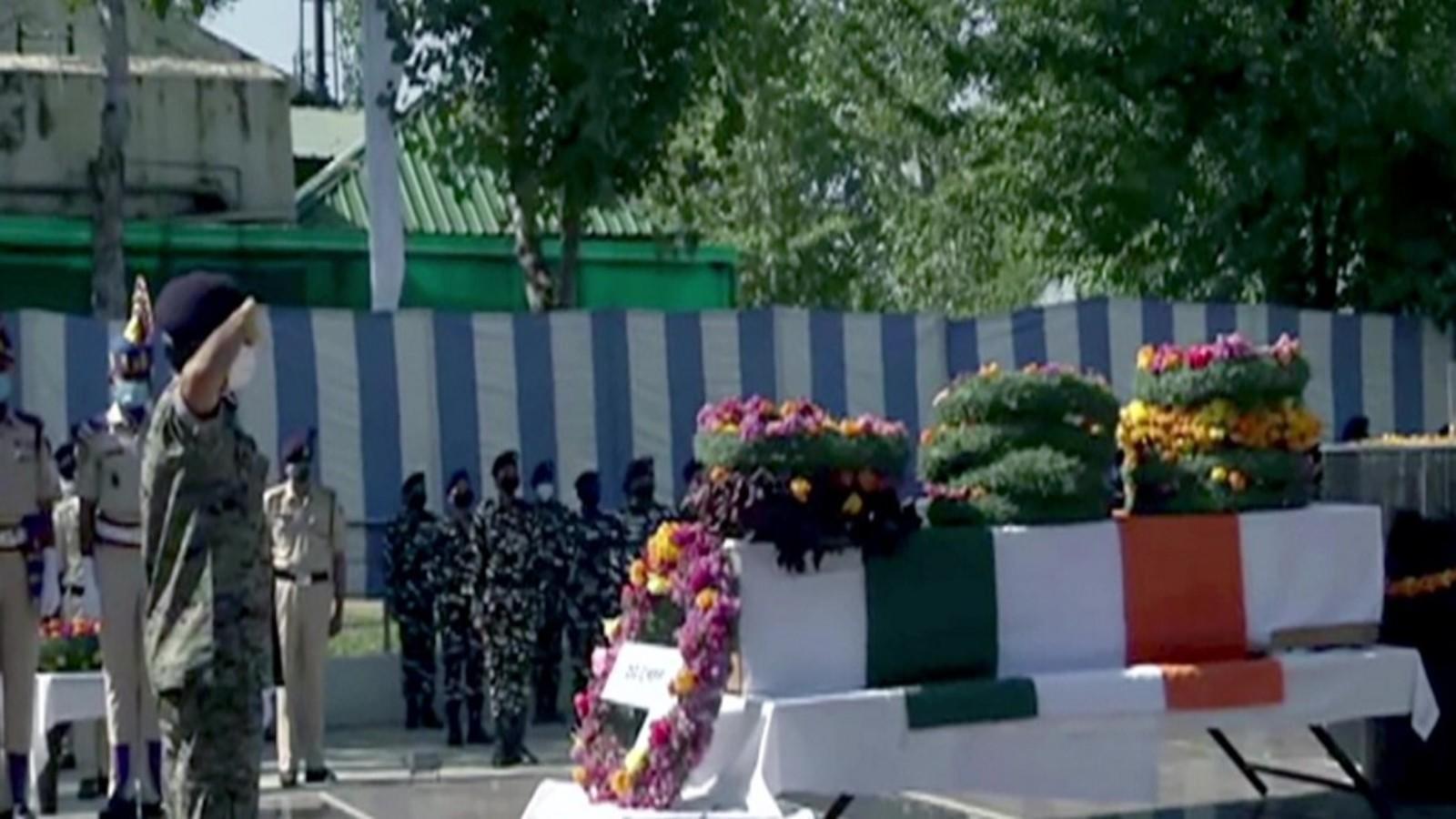 budgam-terrorist-attack-wreath-laying-ceremony-of-crpf-jawan-held-in-srinagar