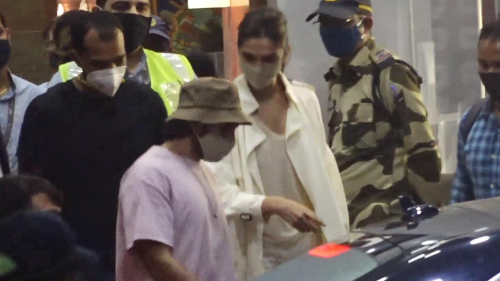 ranveer-singh-has-not-requested-ncb-to-let-him-accompany-wife-deepika-padukone-during-interrogation-confirms-agency-source