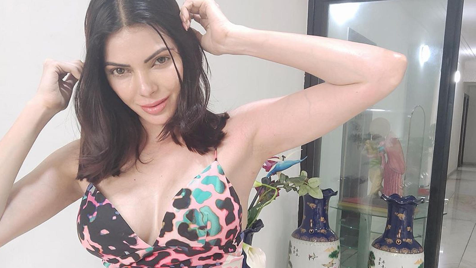 sherlyn-chopra-claims-she-she-saw-wives-of-cricketers-and-bollywood-stars-snorting-white-powder-at-an-ipl-party