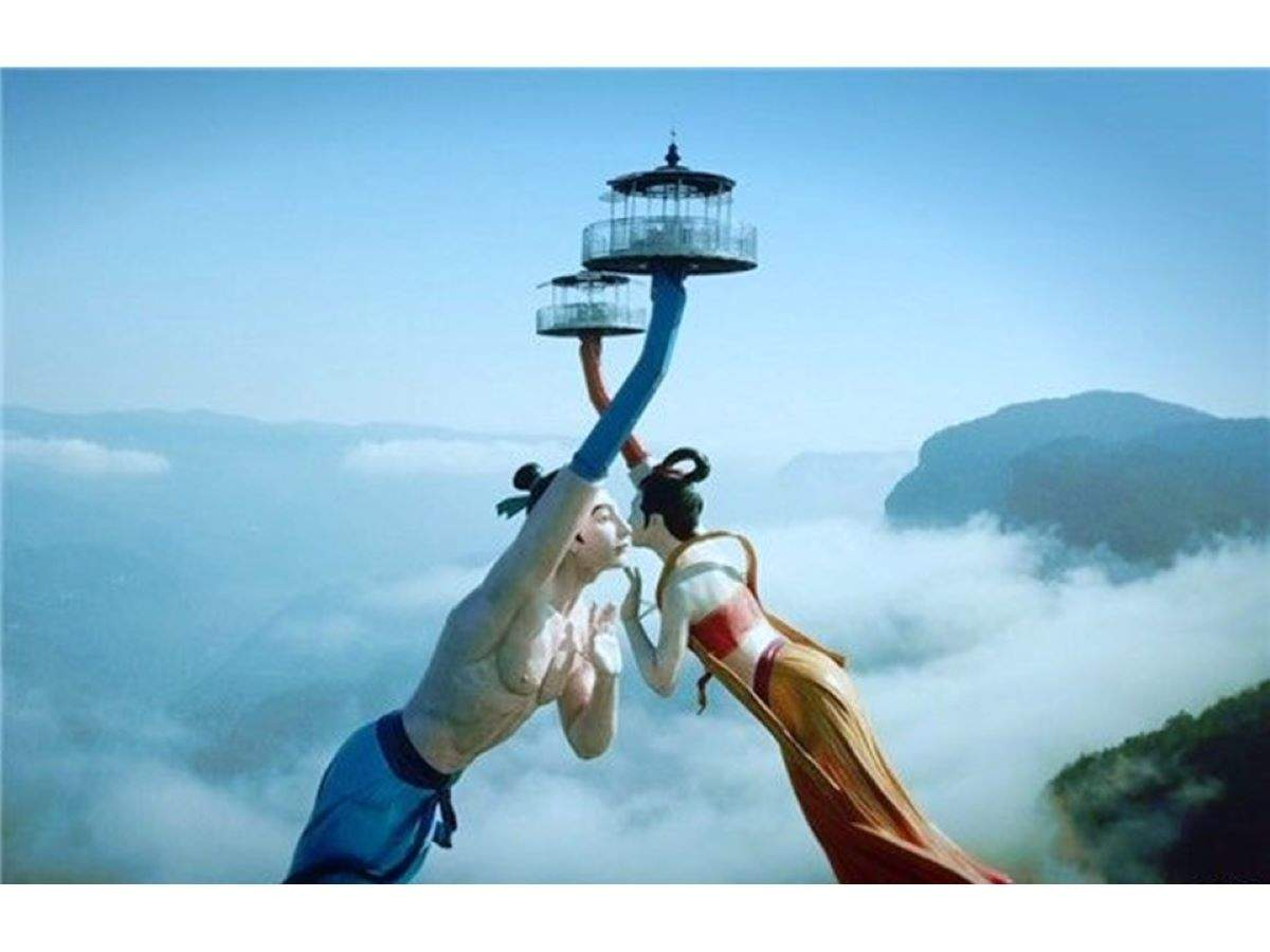 This 'Flying Kiss' ride will take you high up in the air with no seat belts and safety harness