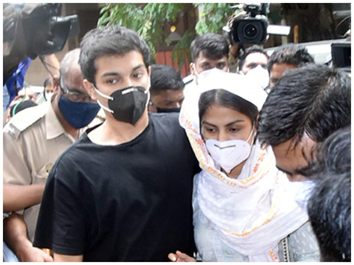 Sushant Singh Rajput case live updates: NCB opposes bail for Rhea and Showik Chakraborty - Times of India