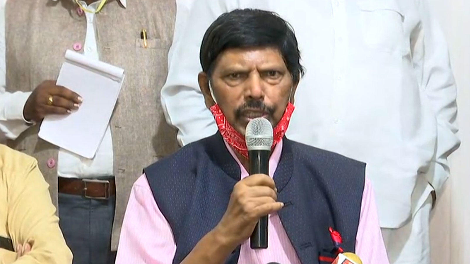 athawale-invites-sharad-pawar-to-join-nda-promises-big-post
