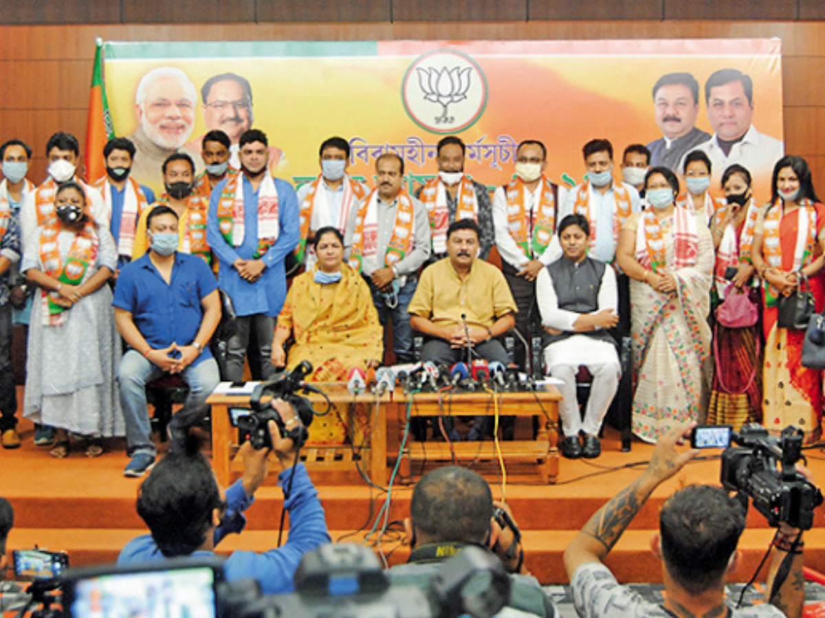 Over a dozen theatre actors join BJP with hope to revive industry