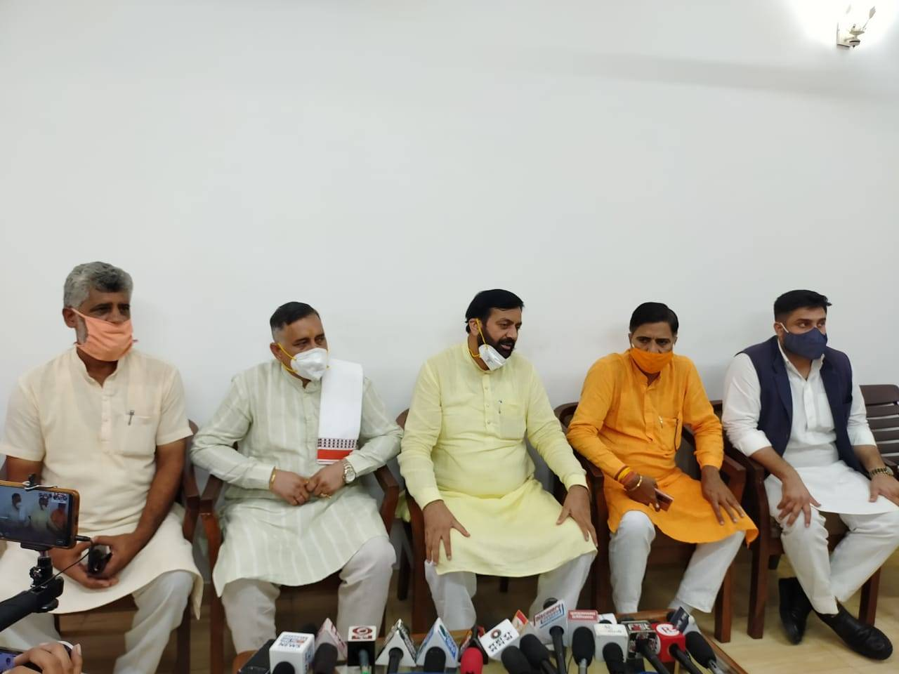 BJP leaders holding back to back pressers to set narratives in favour of Centre's agriculture laws, farmers not pacified
