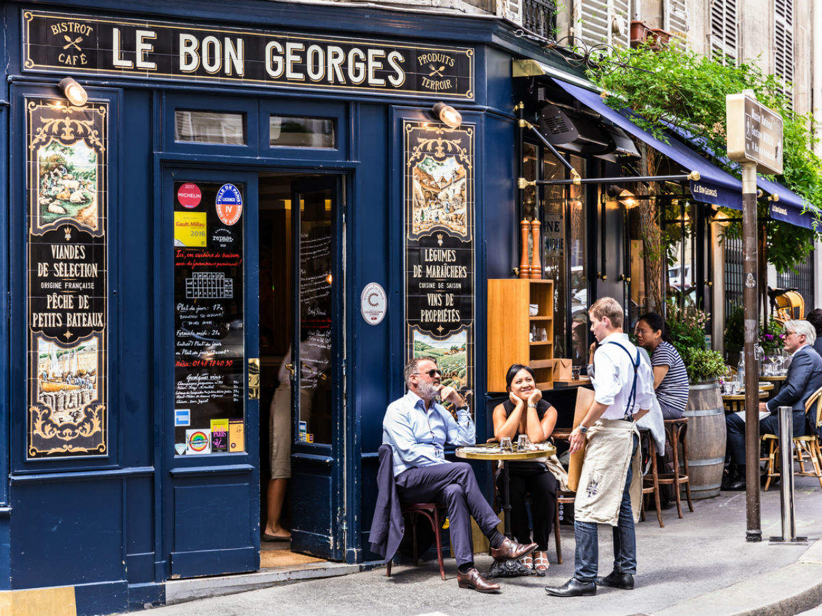 Paris bans cafes and bars for two weeks