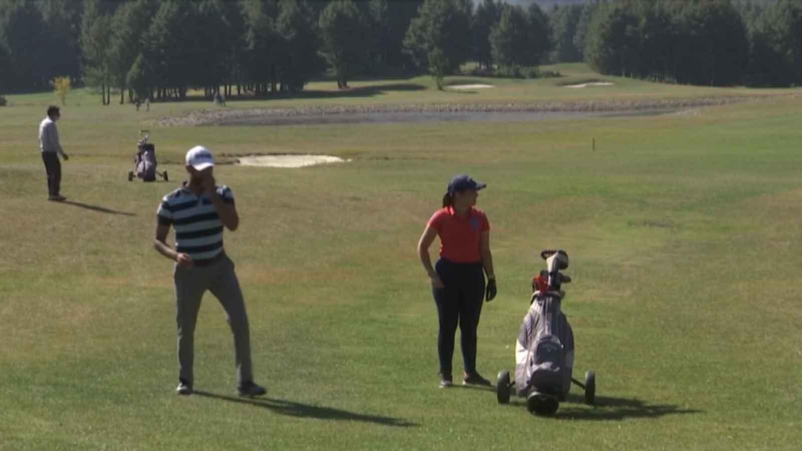 jk-golf-tournament-organised-in-srinagar-to-boost-sports-tourism
