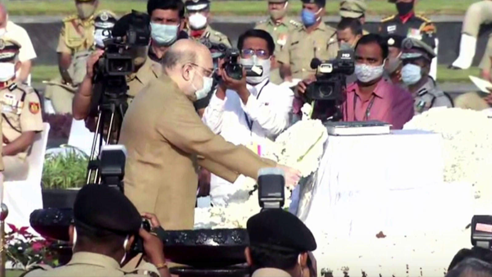 police-commemoration-day-2020-amit-shah-pays-tribute-at-national-police-memorial